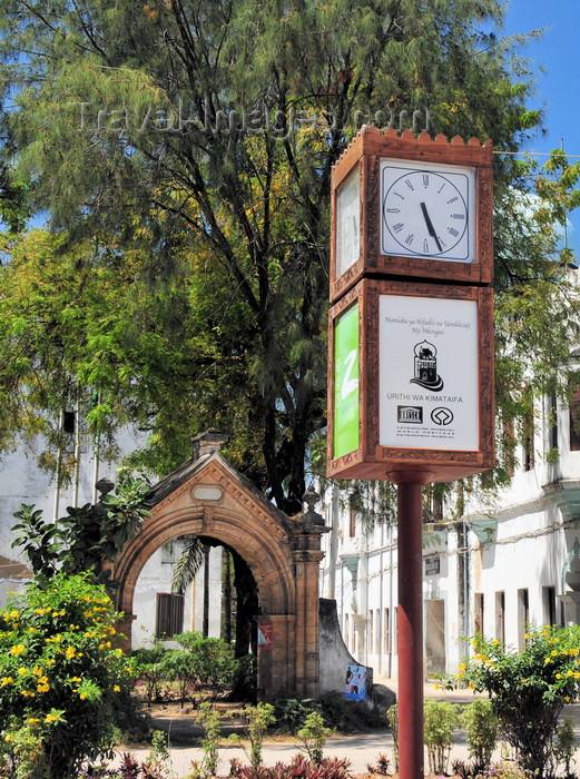 zanzibar158: Stone Town, Zanzibar, Tanzania: Portuguese arch and UNESCO clock - Victoria Gardens - Vuga area - photo by M.Torres - (c) Travel-Images.com - Stock Photography agency - Image Bank