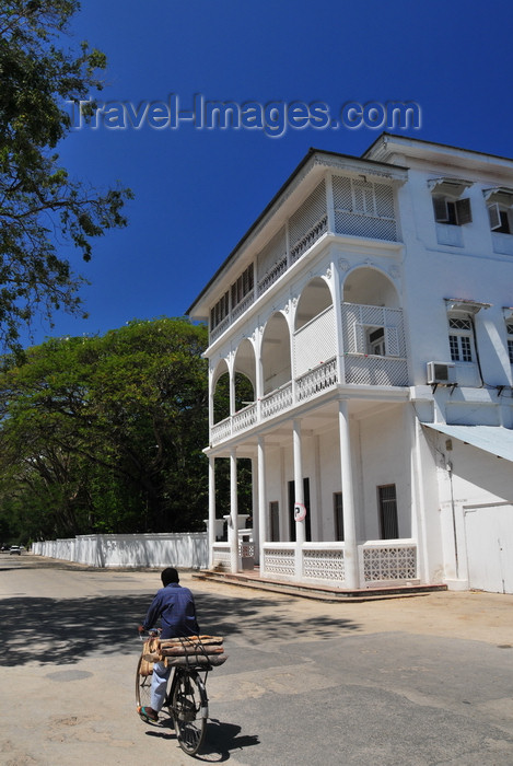 zanzibar165: Stone Town, Zanzibar, Tanzania: elegant colonial architecture on Kaunda road, the old Residency road - Vuga area - photo by M.Torres - (c) Travel-Images.com - Stock Photography agency - Image Bank