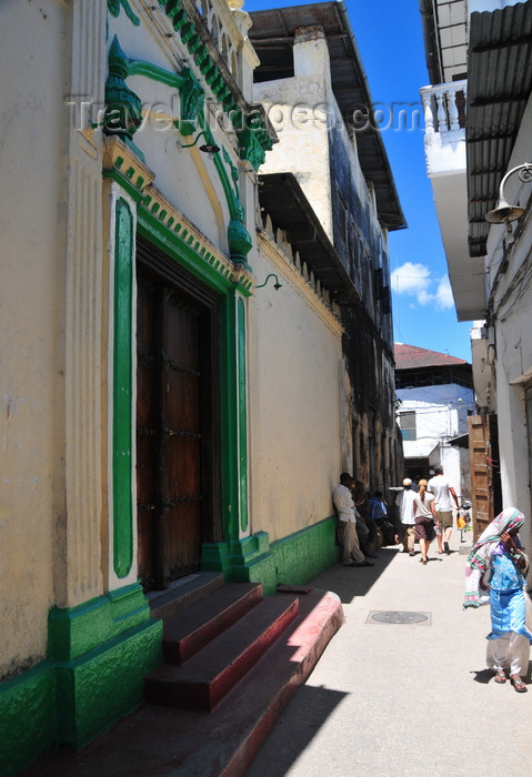 zanzibar177: Stone Town, Zanzibar, Tanzania: grand door in a narrow alley - Mkunazini area - photo by M.Torres - (c) Travel-Images.com - Stock Photography agency - Image Bank