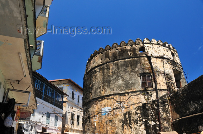 zanzibar26: Stone Town, Zanzibar / Unguja, Tanzania: Old fort - southern wall - Arab fort - Ngome Kongwe - photo by M.Torres - (c) Travel-Images.com - Stock Photography agency - Image Bank