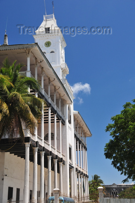 zanzibar33: Stone Town, Zanzibar, Tanzania: façade of the House of Wonders - Beit Al-Ajaib - Mizingani Road - photo by M.Torres - (c) Travel-Images.com - Stock Photography agency - Image Bank