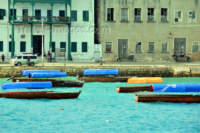zanzibar43: Stone Town, Zanzibar, Tanzania: covered boats and façades along Mizingani Road - Old Customs house and former Grand Hotel - photo by M.Torres - (c) Travel-Images.com - Stock Photography agency - Image Bank