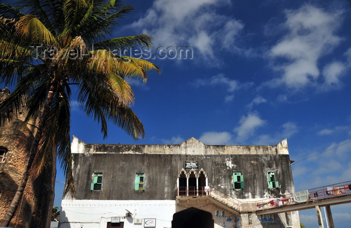 zanzibar50: Stone Town, Zanzibar, Tanzania: Forodhani Orphanage, sky and the Old Fort - Mizingani road - photo by M.Torres - (c) Travel-Images.com - Stock Photography agency - Image Bank