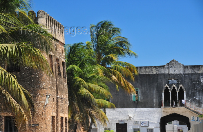 zanzibar54: Stone Town, Zanzibar, Tanzania: Forodhani Orphanage and the Old Fort - Mizingani road - UNESCO world heritage site - photo by M.Torres - (c) Travel-Images.com - Stock Photography agency - Image Bank