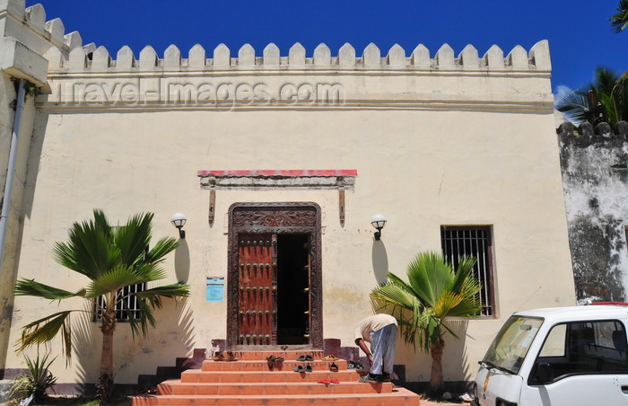 zanzibar55: Stone Town, Zanzibar, Tanzania: mosque with sandals at the gate - Mizingani Road - photo by M.Torres - (c) Travel-Images.com - Stock Photography agency - Image Bank