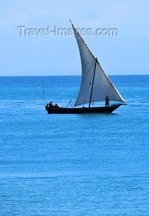 zanzibar58: Stone Town, Zanzibar, Tanzania: dhow sailing - photo by M.Torres - (c) Travel-Images.com - Stock Photography agency - Image Bank