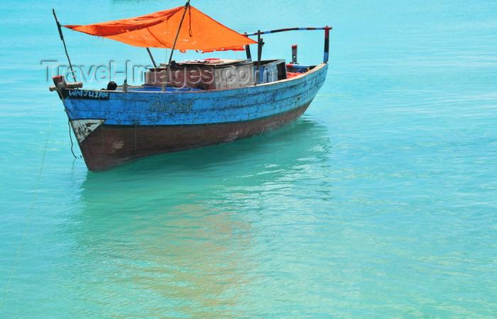 zanzibar59: Stone Town, Zanzibar, Tanzania: moored boat - photo by M.Torres - (c) Travel-Images.com - Stock Photography agency - Image Bank