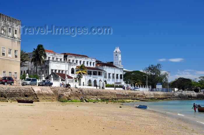 zanzibar66: Stone Town, Zanzibar, Tanzania: Palace museum and the beach - Beit el-Saha - Forodhani, Mzingani road - photo by M.Torres - (c) Travel-Images.com - Stock Photography agency - Image Bank