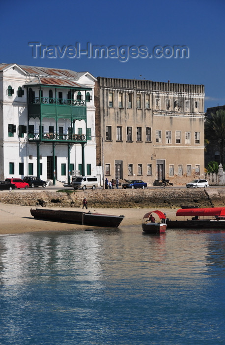 zanzibar74: Stone Town, Zanzibar, Tanzania: Old Customs house and the former Grand Hotel - Mzingani road - photo by M.Torres - (c) Travel-Images.com - Stock Photography agency - Image Bank