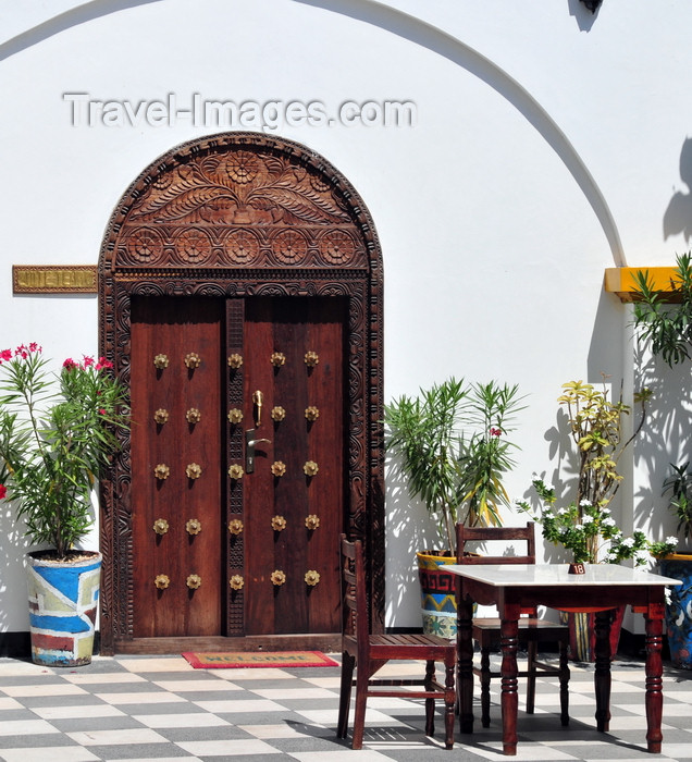 zanzibar86: Stone Town, Zanzibar, Tanzania: carved door in the terrace - metal spikes - Tembo hotel - Shangani - photo by M.Torres - (c) Travel-Images.com - Stock Photography agency - Image Bank