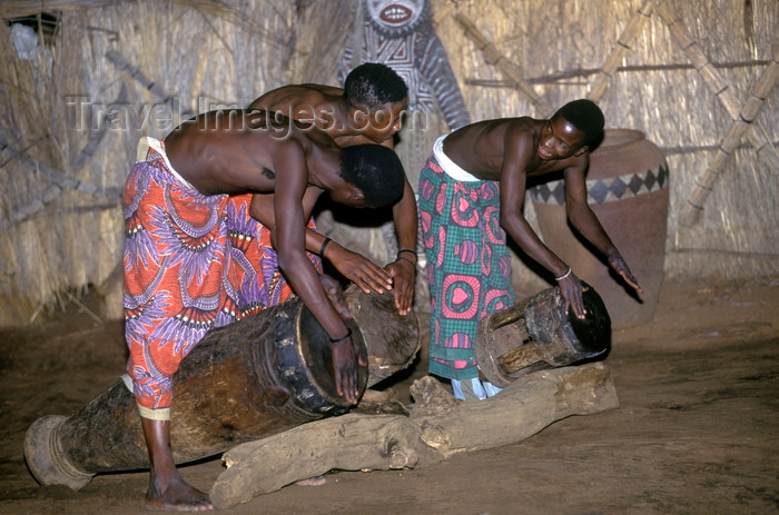 zimbabwe29: Matabeleland North province, Zimbabwe: drummers from the Shana Tribe provide the rhythms for ancient dances - photo by C.Lovell - (c) Travel-Images.com - Stock Photography agency - Image Bank