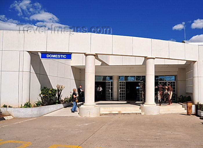 zimbabwe54: Victoria Falls, Matabeleland North, Zimbabwe: Victoria Falls Airport - the terminal - domestic flights entrance - photo by M.Torres - (c) Travel-Images.com - Stock Photography agency - Image Bank