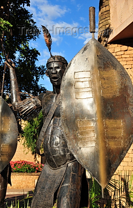 zimbabwe58: Victoria Falls, Matabeleland North, Zimbabwe: Kingdom Hotel - The Kingdom At Victoria Falls - sculpture of an African warrior with spear and shield - photo by M.Torres - (c) Travel-Images.com - Stock Photography agency - Image Bank