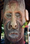 Papua New Guinea - Port Moresby: sculpture - art - wood - Papuan head (photo by G.Frysinger)