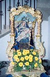 Portugal - Fafe: the Virgin - religious sculpture - a Virgem com malmequeres - photo by M.Durruti