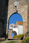 Portugal - Alentejo - �voramonte: Freixo gate and church of St Mary / Porta do Freixo - photo by M.Durruti