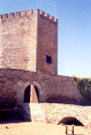Portugal - Alentejo - Monsaraz: castle tower / torre de menagem - photo by M.Durruti