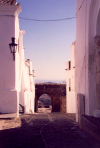 Portugal - Alentejo - Monsaraz: town gate / porta da vila - photo by M.Durruti