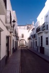 Oliven�a: rua estreita / narrow street - photo by M.Durruti
