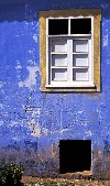 Portugal - Algarve - Odelouca: blue and yellow farmhouse - casa rural azul e amarela - photo by T.Purbrook