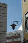 Portugal - Caldas da Rainha: street corner and lamp - esquina e candeeiro - photo by M.Durruti