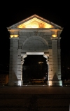 Portugal - Lisboa: Arco na Praça de Espanha / Lisbon: Arch at the Square of Spain - nocturnal - photo by M.Durruti
