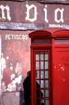Portugal - Porto: Foz - cabine telefónica / Foz - classical phone booth - photo by F.Rigaud