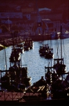 Portugal - Vila Nova de Gaia: barcos rabelo em frente �s caves - ao p�r do sol / Rabelo boats at sunset - photo by F.Rigaud