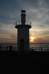 Portugal - Alcochete: small lighthouse on the jetty - sunset - pequeno farol no pontão - pôr do sol - photo by M.Durruti