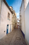 Portugal - Seixal: viela / narrow alley - photo by M.Durruti - photo by M.Durruti