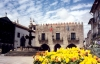 Viana do Castelo: pra�a da Rep�blic - a antiga Casa da C�mara (Domus Municipalis) e o chafariz / the old town hall - photo by M.Durruti