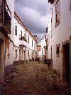 Portugal - Santarém: S shaped alley (viela) - photo by M.Durruti
