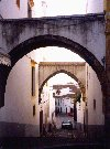 Portugal - Alentejo - Évora: arches (arcadas) - photo by M.Durruti