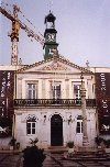 Portugal - Ribatejo - Benavente: town hall with crane - camara municipal - Pa�os do Concelho - photo by M.Durruti