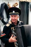 Russia - Kuban: accordion player - Golden Apple folk festival (photo by Vladimir Sidoropolev)