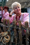 Russia - Kuban: patient lady - Golden Apple folk festival (photo by Vladimir Sidoropolev)