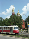 Russia - Udmurtia - Izhevsk / Ustinov: Tram number 2 runs past Kazansky Church (photo by Paul Artus)