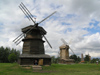 Russia - Suzdal - Vladimir oblast: two windmills - Museum of wooden architecture & peasant life - photo by J.Kaman