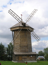 Russia - Suzdal - Vladimir oblast: timber windmill - Museum of wooden architecture & peasant life - photo by J.Kaman