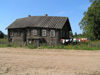 Russia - Valogda oblast: irregular roof - village scene - photo by J.Kaman
