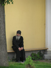 Russia - Sergiev Posad - Moscow oblast: priest sitting - Trinity Monastery of St Sergius - photo by J.Kaman