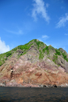 Saba: volcanic scarps seen from the sea - coastal view - photo by M.Torres
