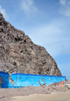 Fort Bay, Saba: harbour welcome mural - under the cliffs - photo by M.Torres