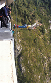 South Africa - Bloukrans Bungee jumper, Plettenberg Bay - photo by B.Cain