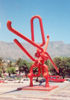 South Africa - Cape Town: monster paper-clip sculpture (photo by M.Torres)