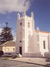 South Africa - Robben Island: whitewashed Anglican church protected by artillery - photo by M.Torres