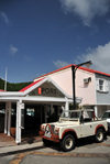 Gustavia, St. Barts / Saint-Barth�lemy: well preserved classical Land-Rover - C�t� Port restaurant - photo by M.Torres
