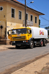 Guadalupe, Lobata district, S�o Tom� and Pr�ncipe / STP: oil truck and colonial building / cami�o cisterna - Comb�leo - photo by M.Torres