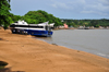 S�o Tom�, S�o Tom� and Pr�ncipe / STP: ferry 'Pr�cipe' stranded on the beach - soldiers evaluate the situation - built by Aresa Boats - Ana Chaves bay / o ferry 'Pr�cipe' encalhado na praia - pago pela ADDAX e por Taiwan - ba�a Ana Chaves - photo by M.Torres