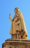 Oristano / Aristanis, Oristano province, Sardinia / Sardegna / Sardigna: Statue of Giudicessa Eleanor of Arborea, holding the Carta de Logu in her hand - piazza Eleanor d'Arborea - photo by M.Torres